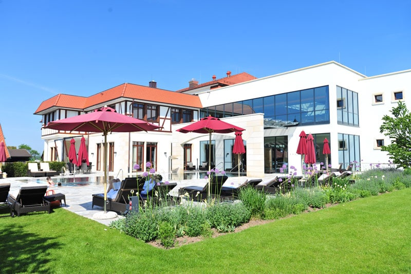Poolwiese Spa-Welt Hotel Friedrichsruhe