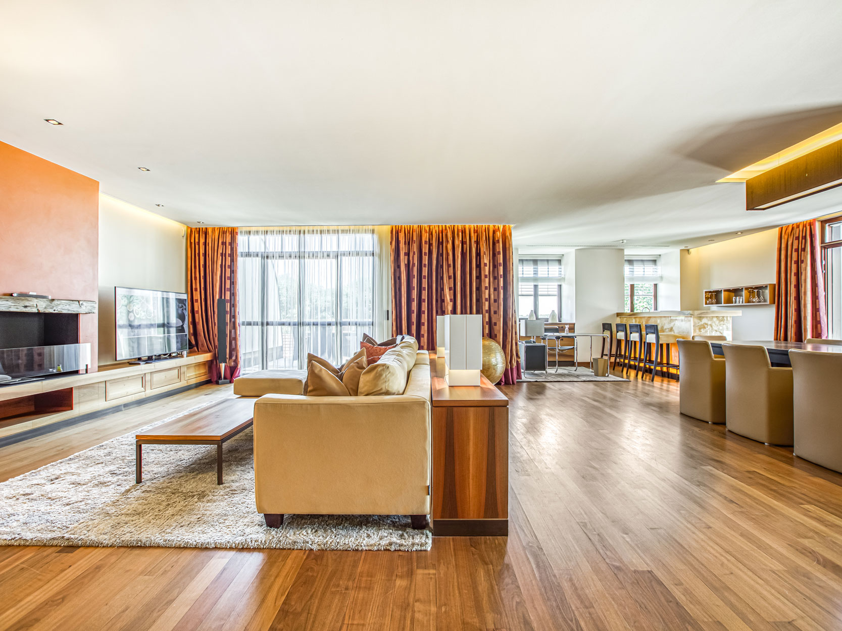 Großzügiger Wohn-Essbereich Hotel Friedrichsruhe